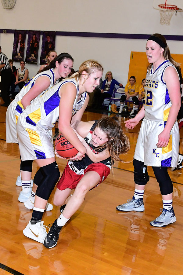 Tess Hornung fighting for ball with Holly's Saedee Davis