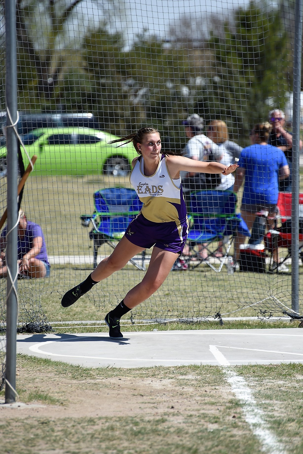 Senior Mariah Smith continues to dominate the discus with two championships over the past week.  (Photo credit: WildcatPridePhoto.com)