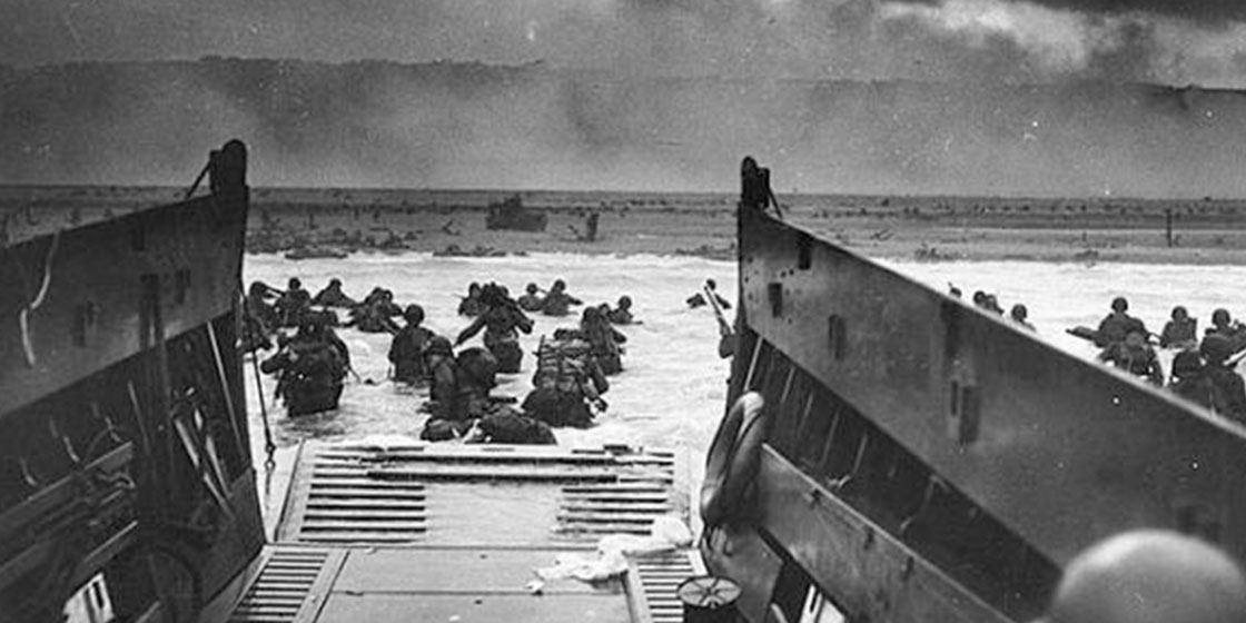 Soldiers at Omaha Beach