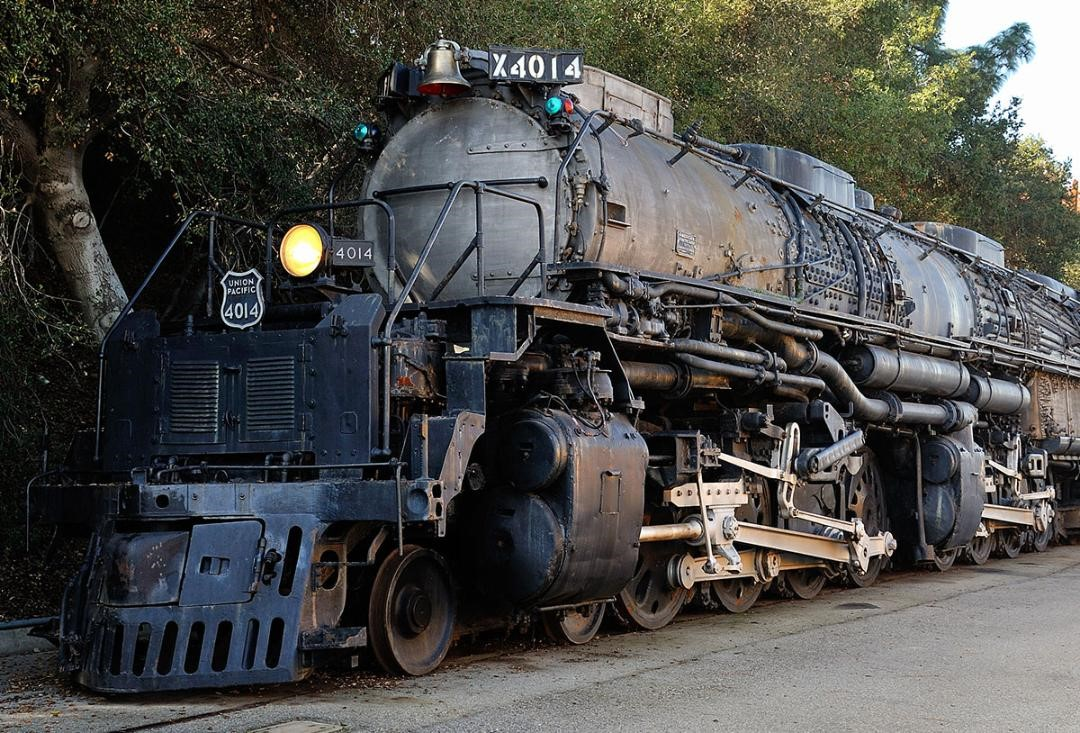 Big Boy Steam Engine coming through Kit Carson